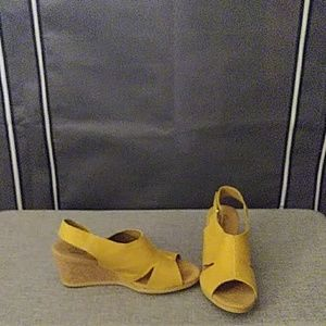 Mustard colored wedges